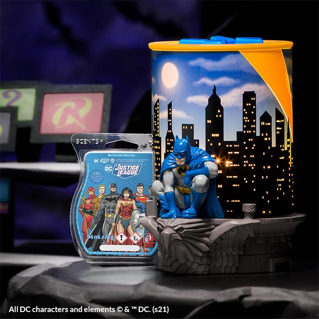 Die Scentsy Elektrische Duftlampe – Batman gibt ein glühendes Leuchten neben dem Scentsy Bar – DC Justice League ab und erinnert an Batmans dunkle Bat-Höhle.
